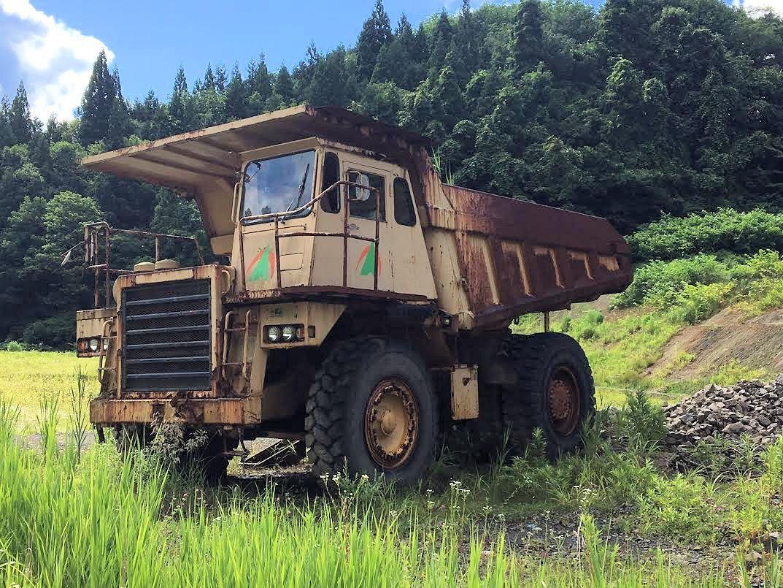 コマツ 重ダンプ 総重量30t 現状 中古 エンジン型式SA6D140-1 不動 HD325-5 18.00 R 33 6本