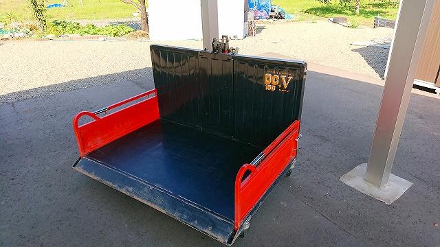 富士トレーラ製作所 整地キャリア 新型! ダンプ スキ付 トラクターアタッチメント 中古 DC-V150 キャスターワンタッチ方式 離農品