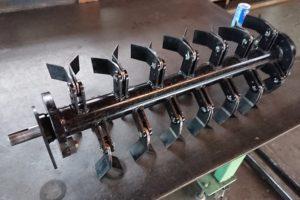 管理機をハンマーナイフモアー改造 草刈機の爪軸作業部(回転部)溶接、製作 設計加工 別途カバー製作
